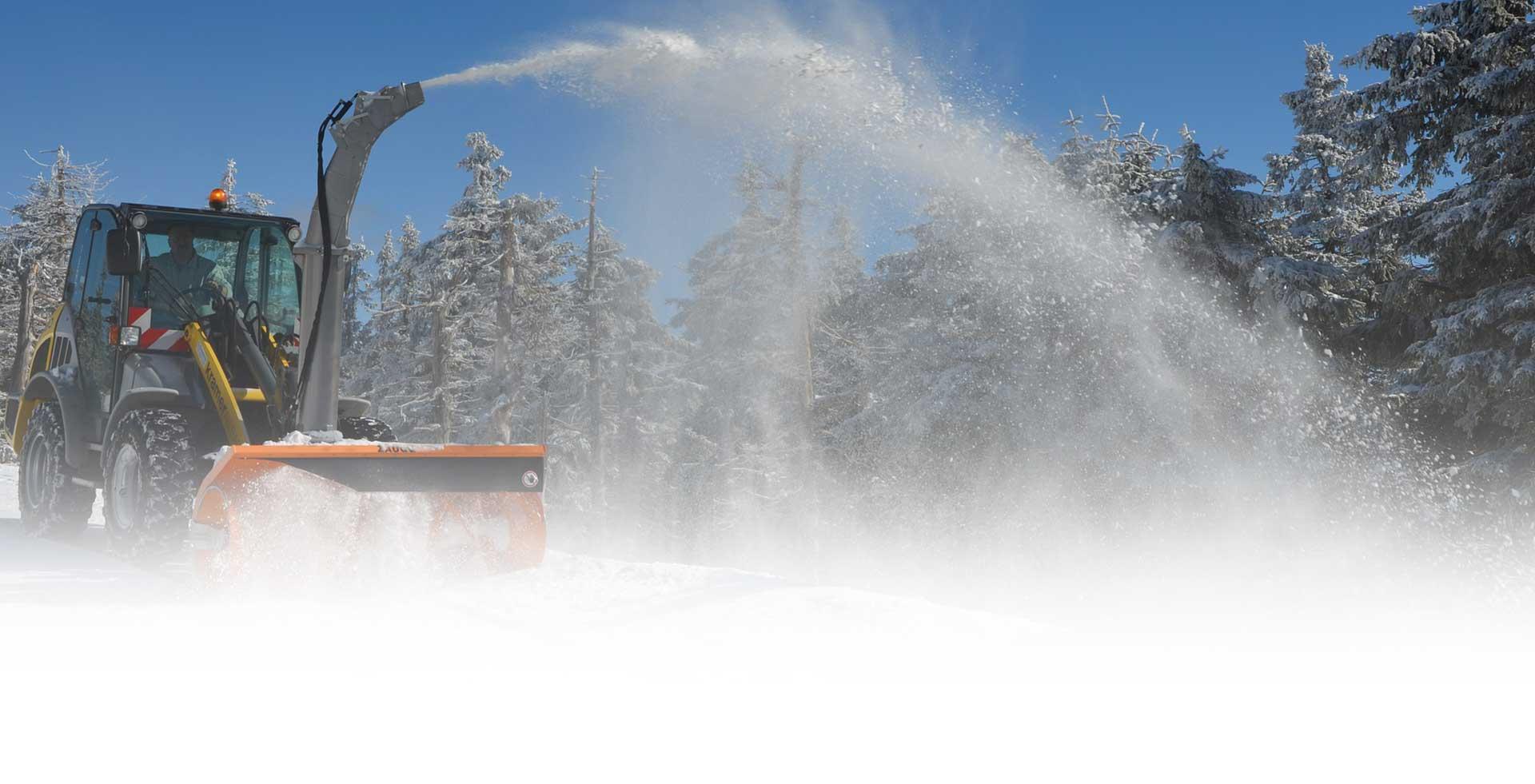 Winterdienst mit einem Trekker